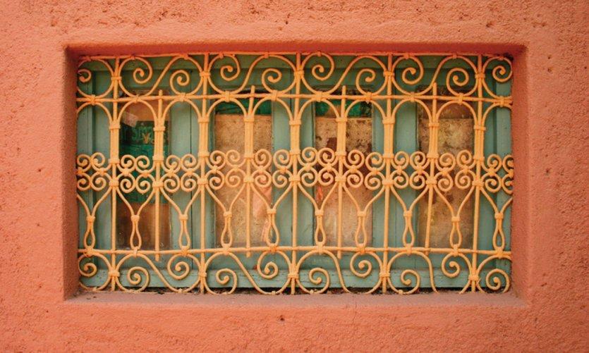 Détail d'une fenêtre d'architecture marocaine.