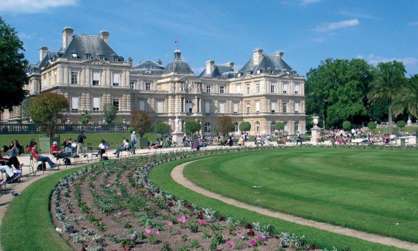 Façade du Sénat et jardin du Luxembourg - Paris