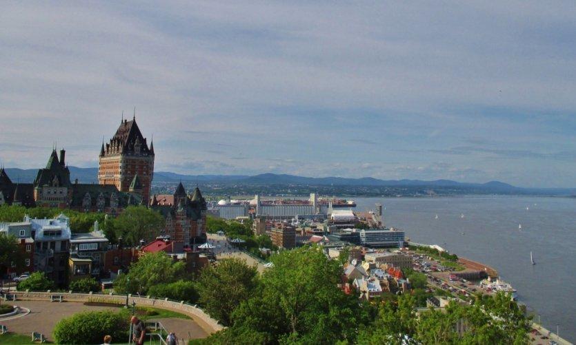Vieux-Québec et fleuve Saint-Laurent.