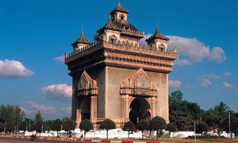 <p>Patuxai, el arco de triunfo de Vientiane.</p>