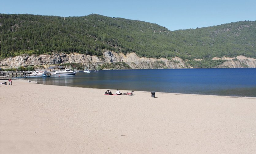 <p>The beach of San Martín de los Andes on Lago Lácar.</p>