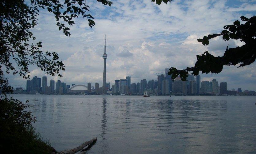 Vue sur la ville depuis les îles de Toronto.
