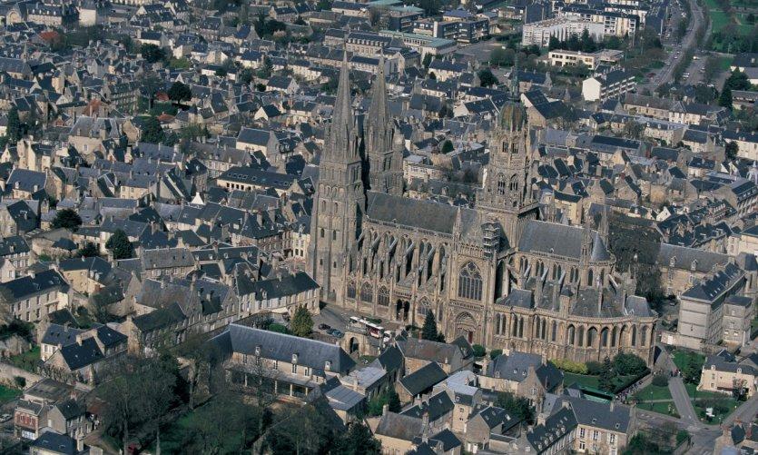 Vue aérienne de la cathédrale de Bayeux