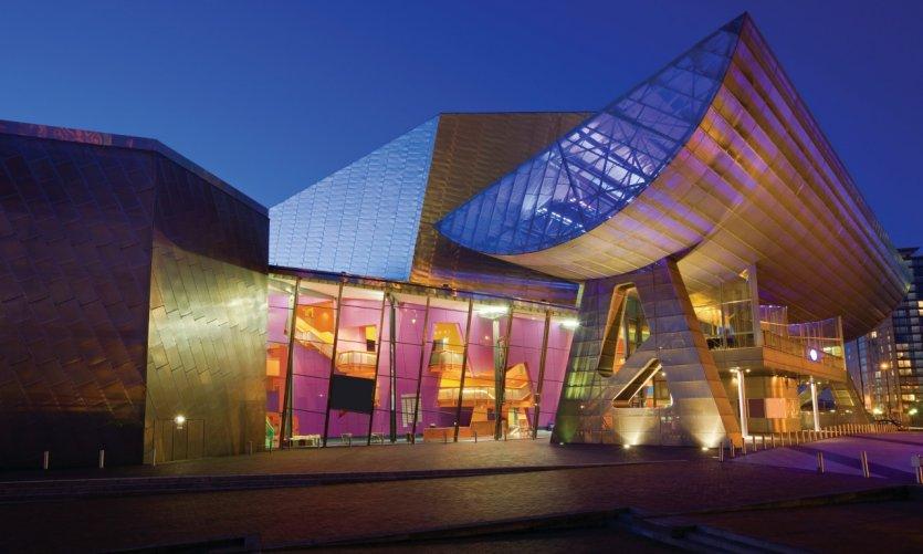 The Lowry est un complexe comprenant un théâtre et une galerie d'art.