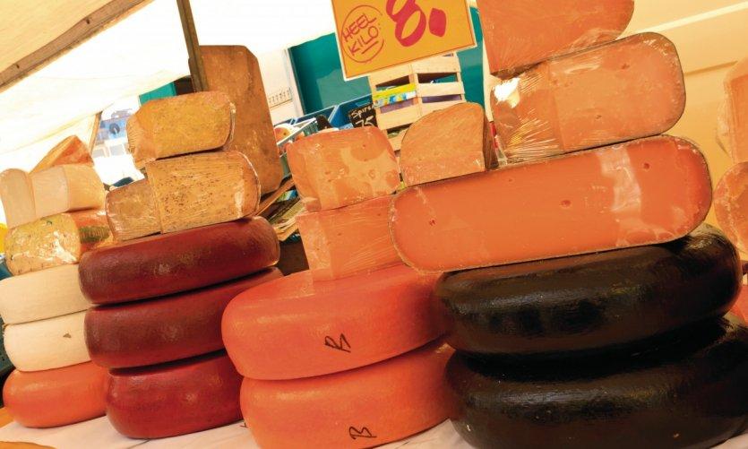 Vente de fromages au marché de Binnenrotte.