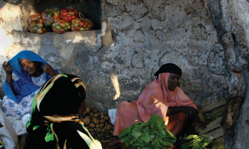 La place du marché du village de Dikhil.