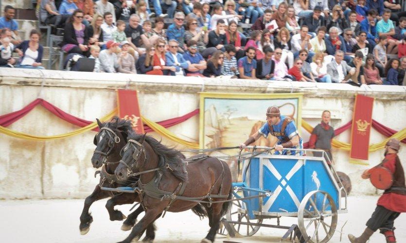 Les grands jeux romains aux arènes de Nîmes.