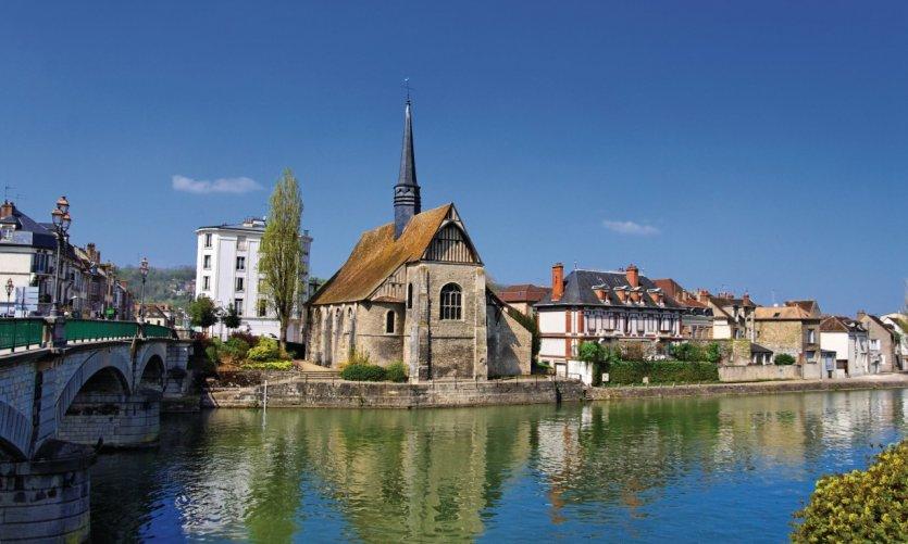 La ville de Sens vue de l'Yonne