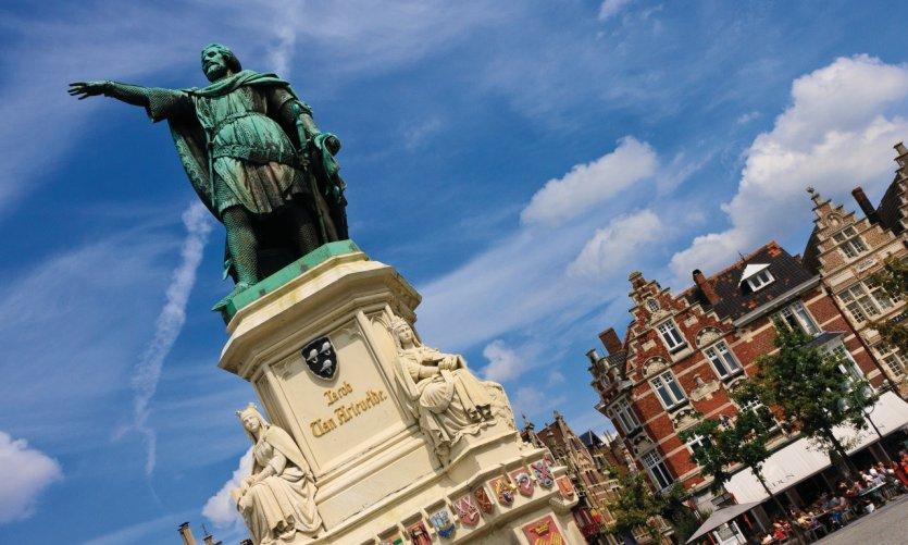 Vrijagmarkt, estatua de Jacob van Artevelde.
