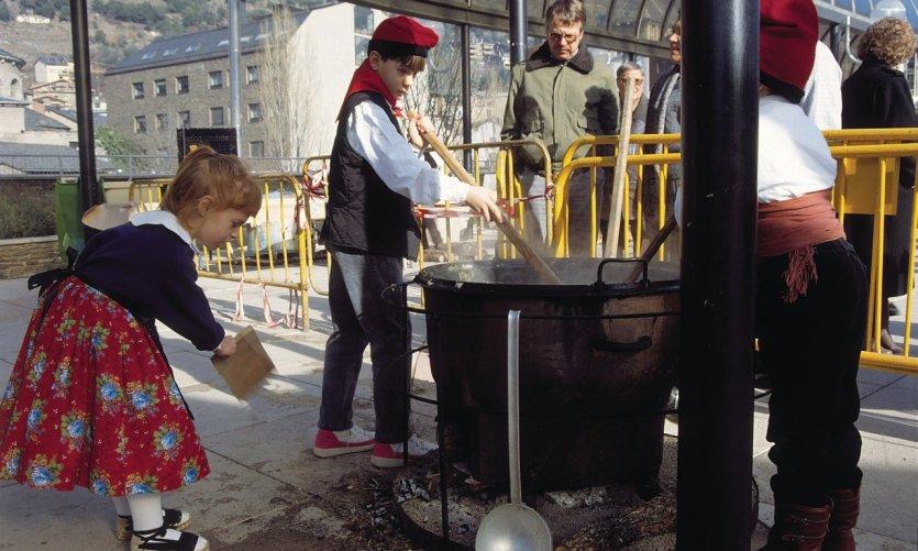 L'escudella (sorte de pot au feu) se déguste le jour de la Saint-Antoine (17 Janvier) avec le vin du Prieuré