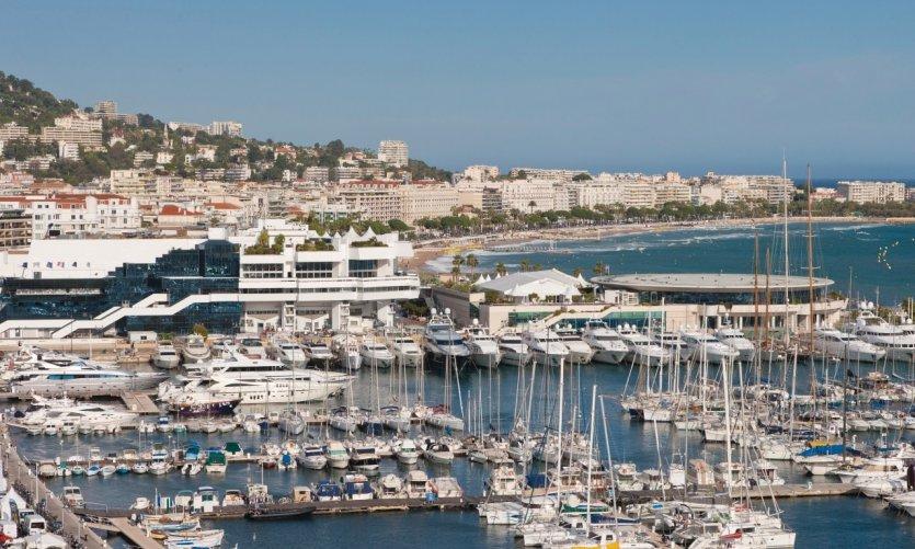 Le Palais des Festivals et le vieux port
