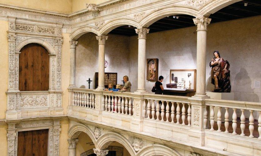 Cour italienne du Metropolitan Museum of Art (Upper East Side).