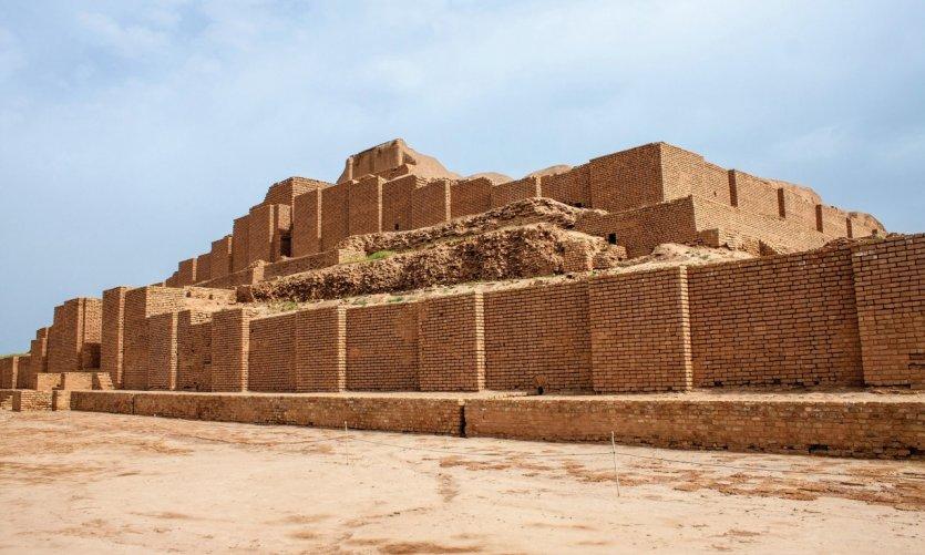 <p>La ziggourat élamite de Choqa Zanbil</p>