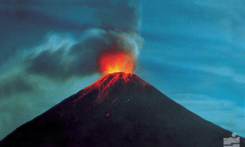 Volcan Arenal en erruption