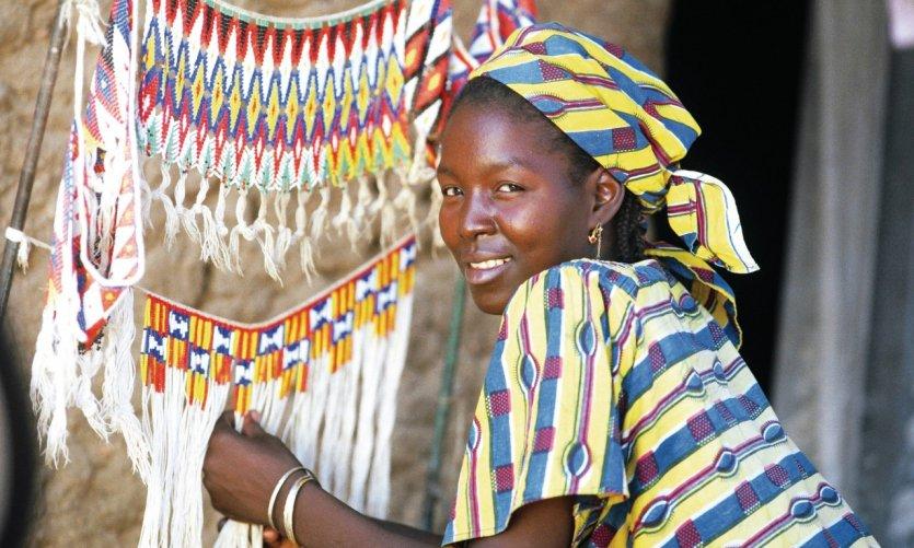 Les costumes et les objets perlés au Cameroun ont une renommée mondiale, Guili.