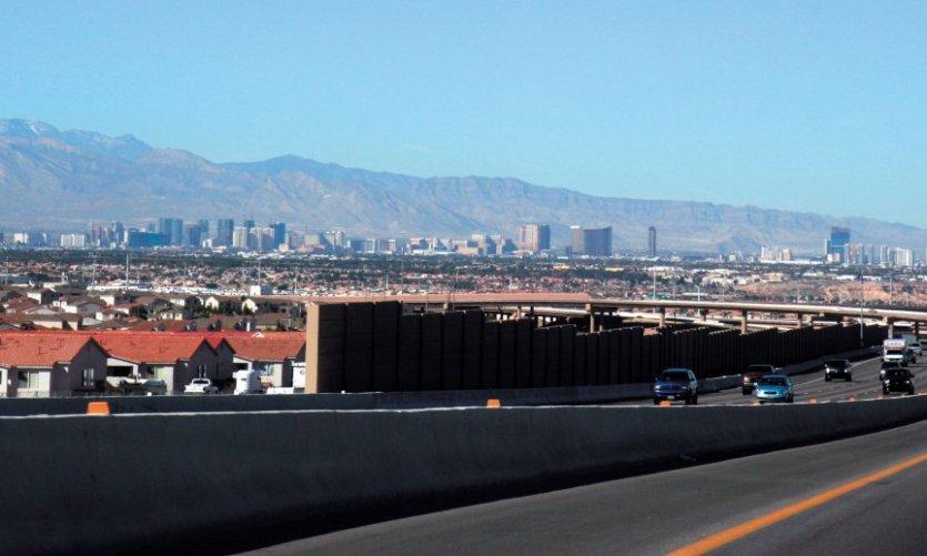 <p>En plein milieu du désert Las Vegas et sa Stratosphère Tower.</p>