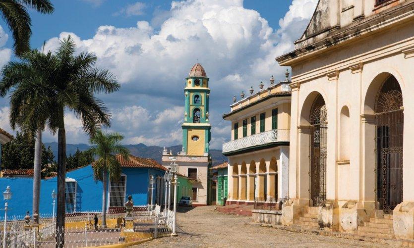 Iglesia de la Santisima Trinidad et Musée national de la Lutte contre les bandits.
