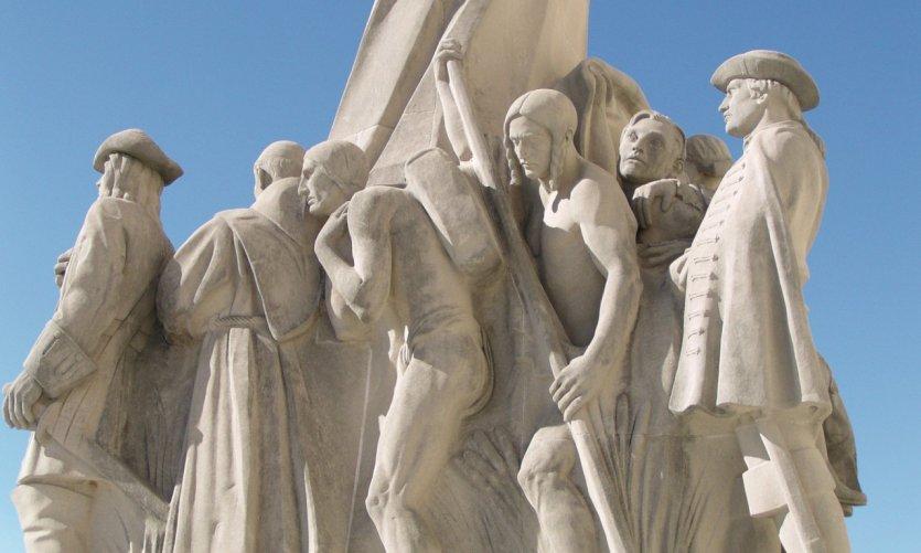 Statue devant le State Capitol Building.