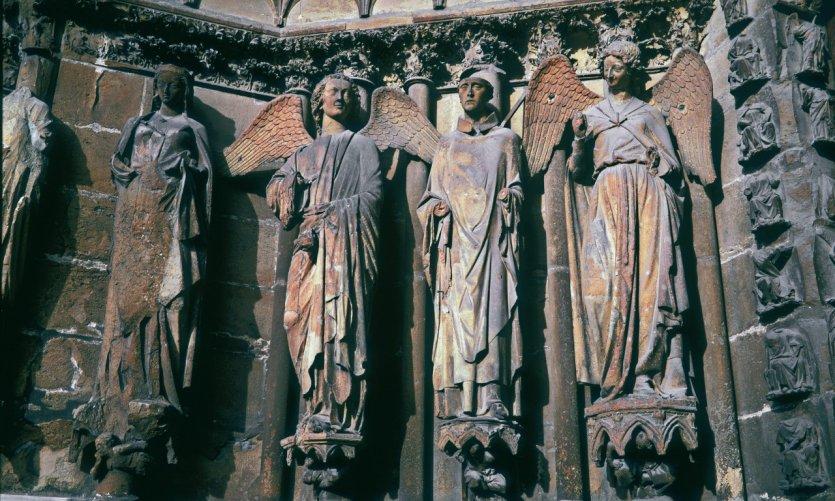 Porche de la cathédrale avec l'ange au sourire