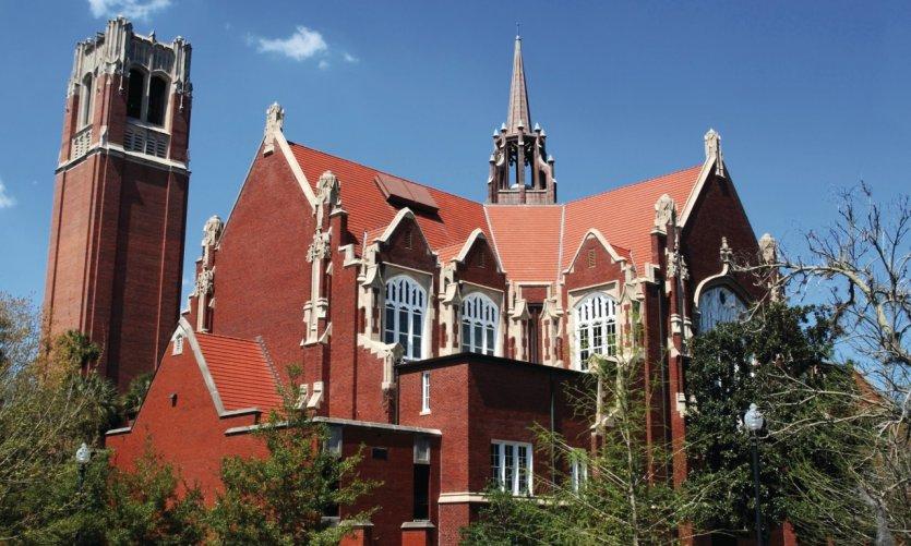 Universidad de Gainesville.