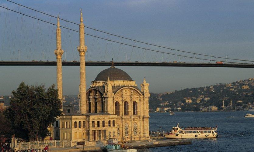Mosquée d'Ortaköy sur le Bosphore.