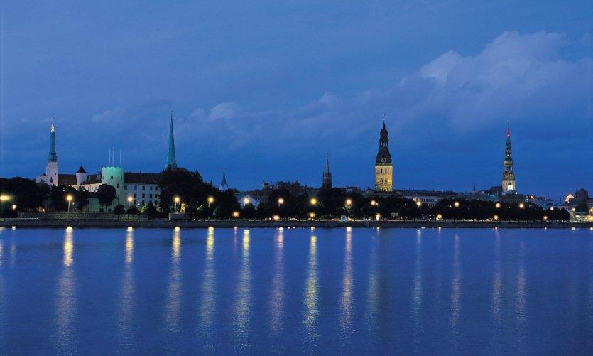 La vieille ville de Rīga la nuit.
