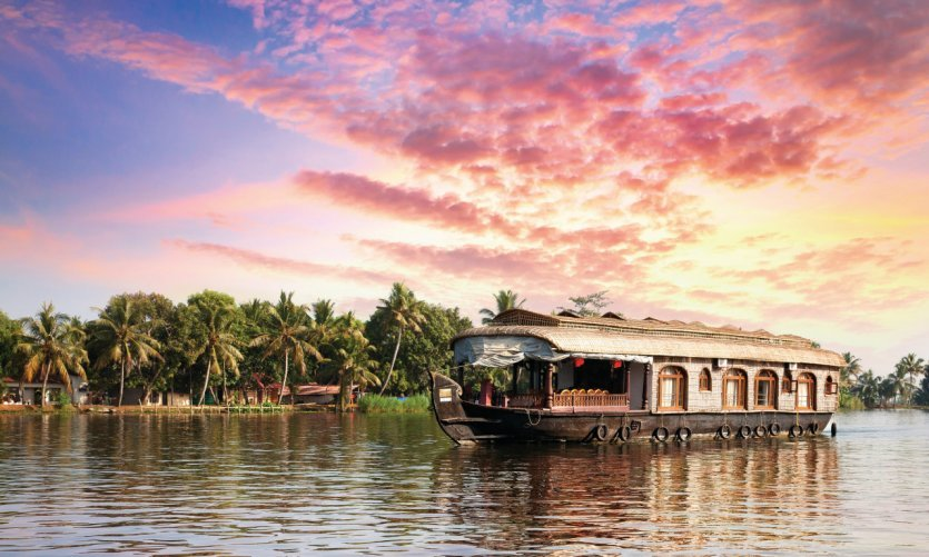 Houseboat traditionnel sur les rives du lac Vembanad à Alleppey.