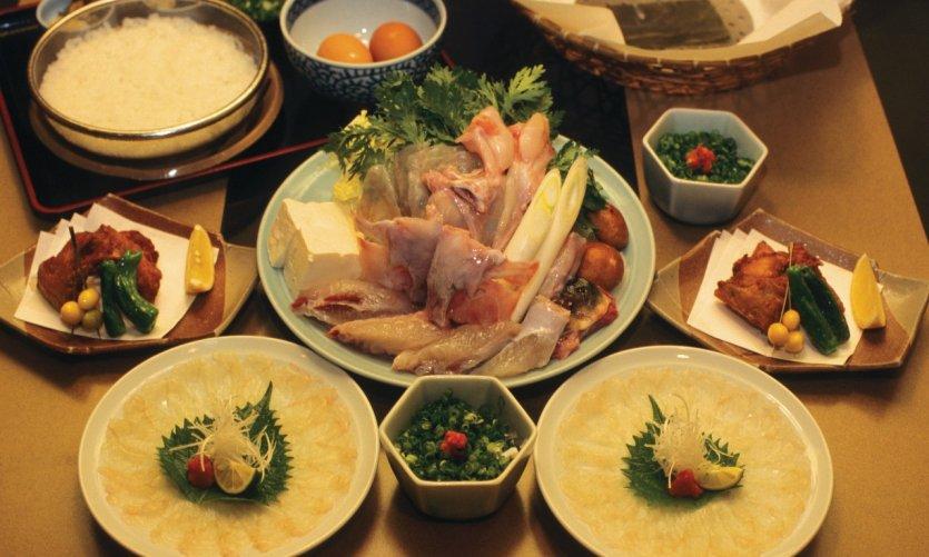 Préparation du fugu (poisson-lune), dégustation en sashimi et nabe.