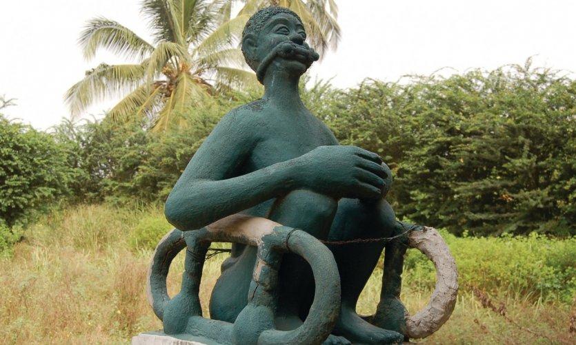 Représentation d'un esclave enchaîné, sur la route des esclaves.