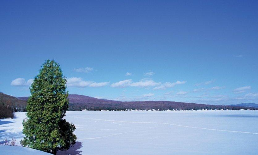 Lac Saint-Joseph en hiver, Station touristique Duchesnay.
