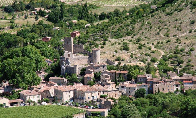Le village de Saint-Jean-de-Buèges et son château