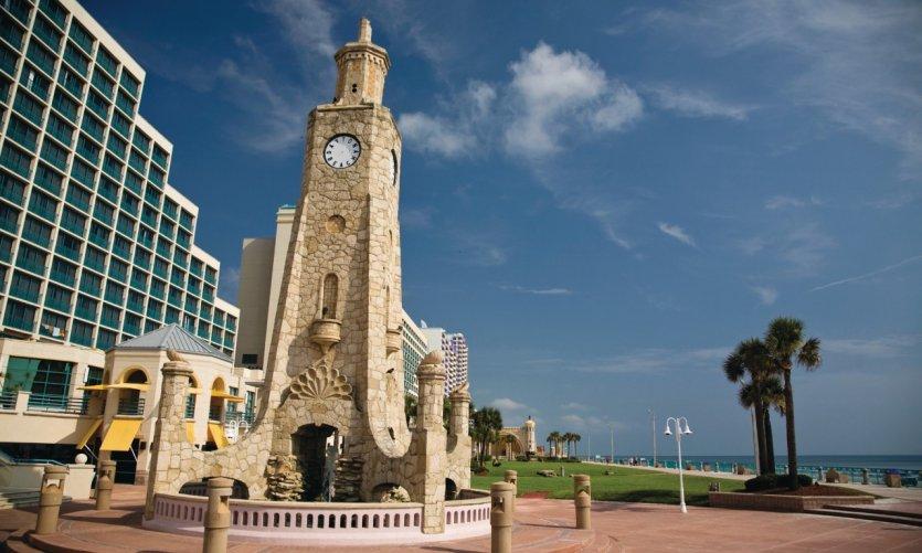 La antigua torre del reloj de Daytona Beach.