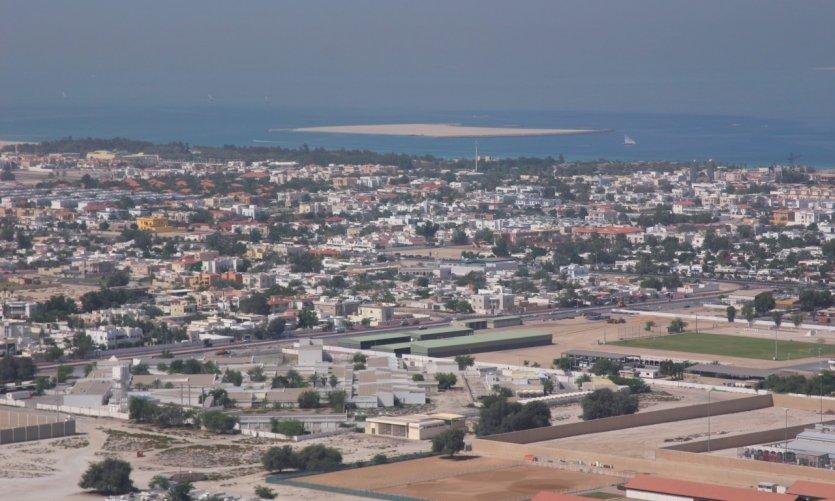 Al Sufouh avec au loin une île artificielle.