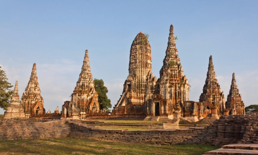 Chaiwatthanaram Pagoda of the temple of Ayutthaya.