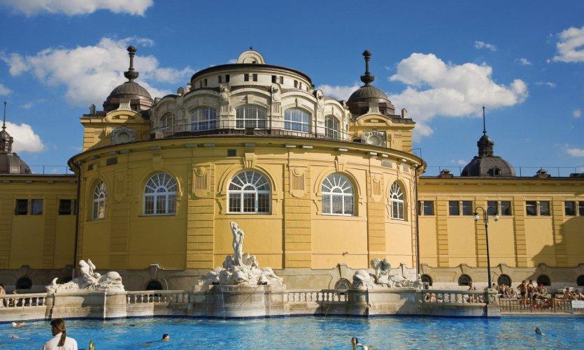 Bains Széchenyi, piscine extérieure.
