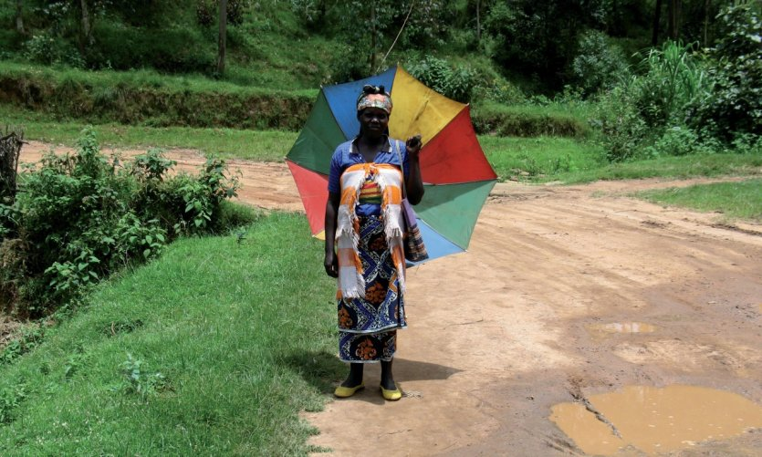 Parapluie arc-en-ciel typique du Rwanda.