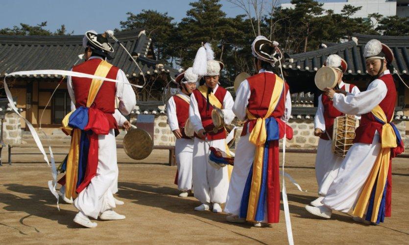Danses et musiques traditionnelles.