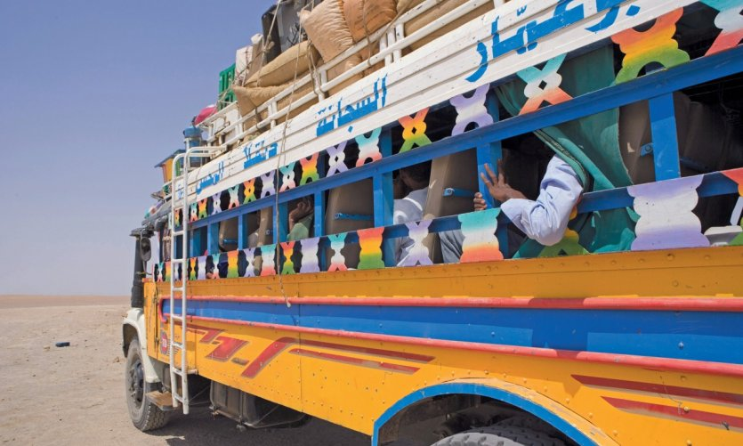 Bus dans le désert soudanais.