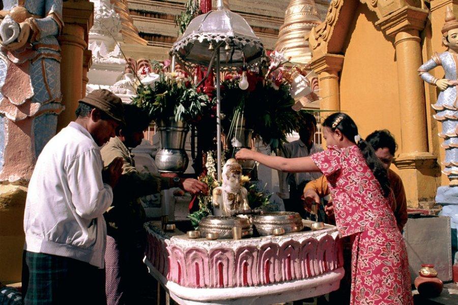 Cérémonie à la pagode Shwedagon. (© Author's Image))