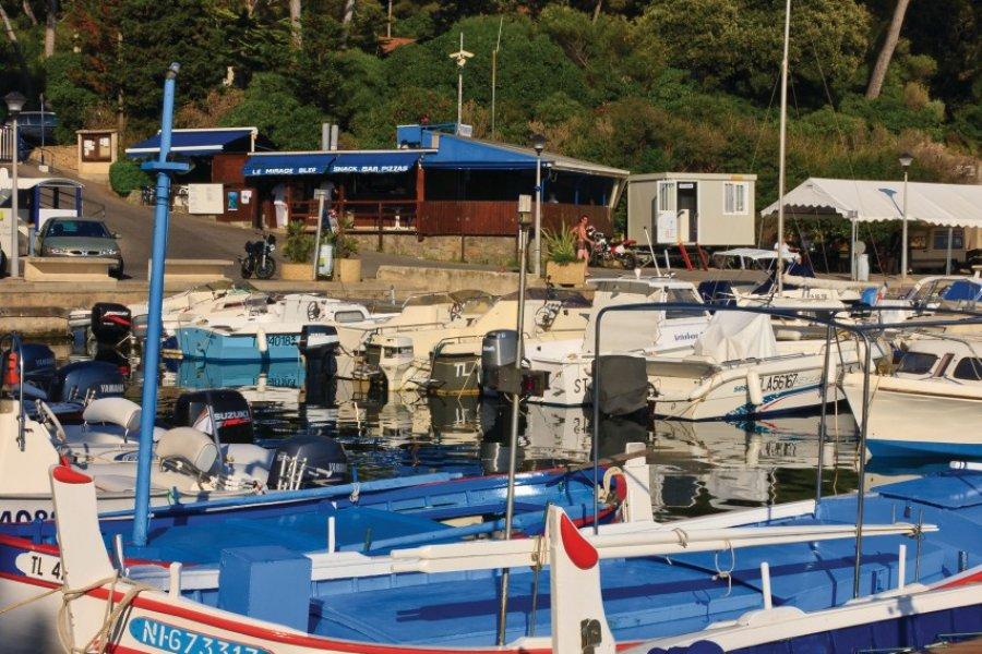 Le port du Poussaï près du cap Dramont (© Lawrence BANAHAN - Author's Image))