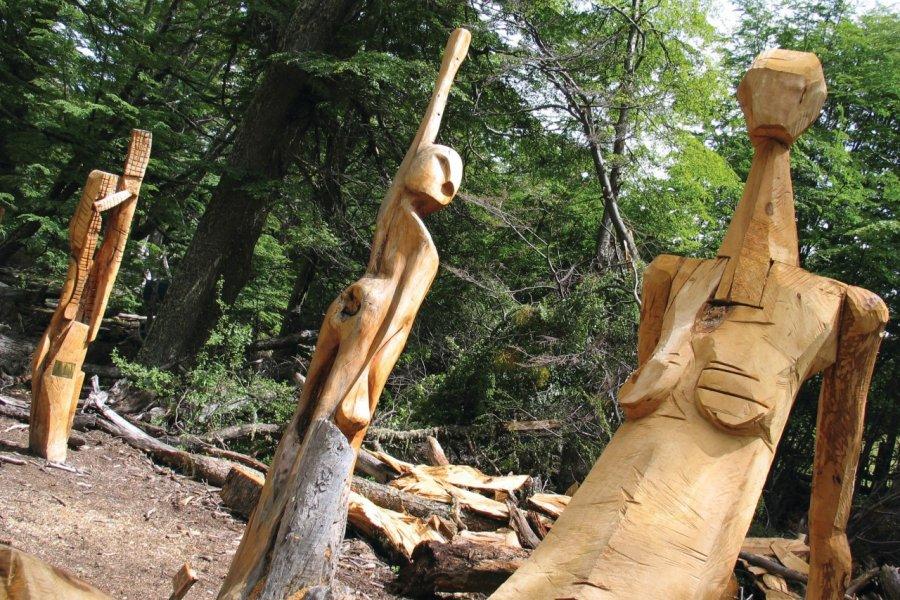 Sculptures en bois, el bosque tallado. (© Arnaud Bonnefoy))