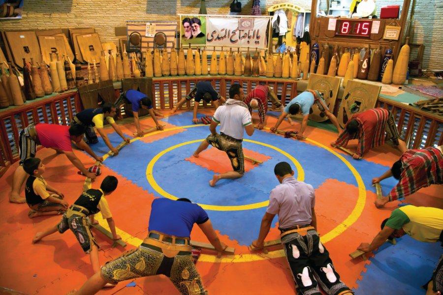Le Pahlavani est un sport traditionnel iranien; entraînement à la zourkaneh de Yazd. (© Pascal Mannaerts - www.parcheminsdailleurs.com))