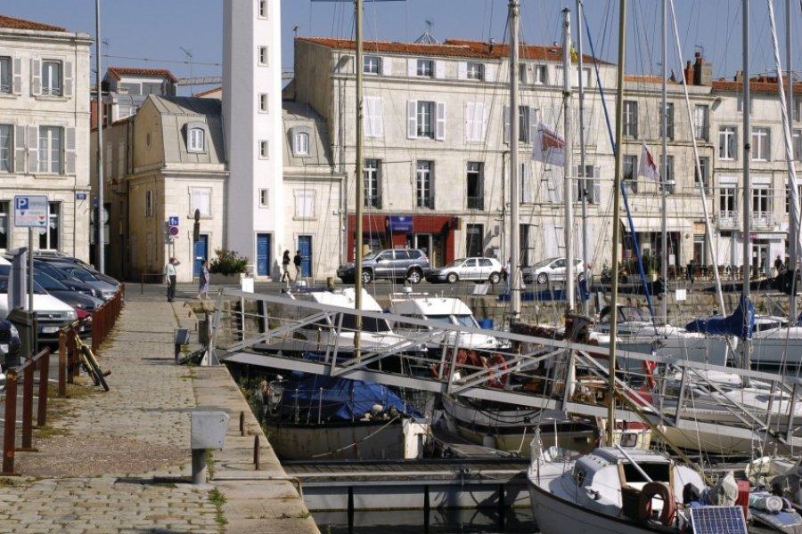 Le port de La Rochelle et l'un de ses phares (© Christian MUSAT - Fotolia))