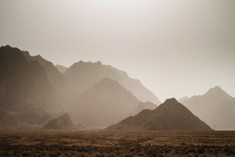 Vue depuis Chak-Chak sur les montagnes et le désert. (© Florian Lîbermann))
