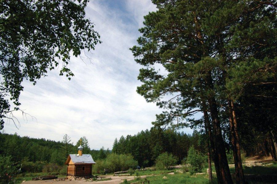 Chapelle en bois en forêt (© Stéphan SZEREMETA))