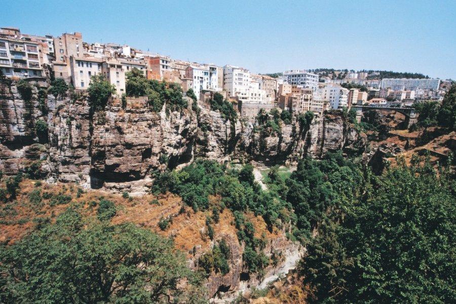 La ville de Constantine surplombe les gorges de Rhumel. (© Sébastien CAILLEUX))