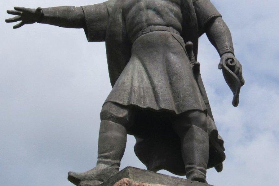 Statue du fondateur de la ville (© Stéphan SZEREMETA))