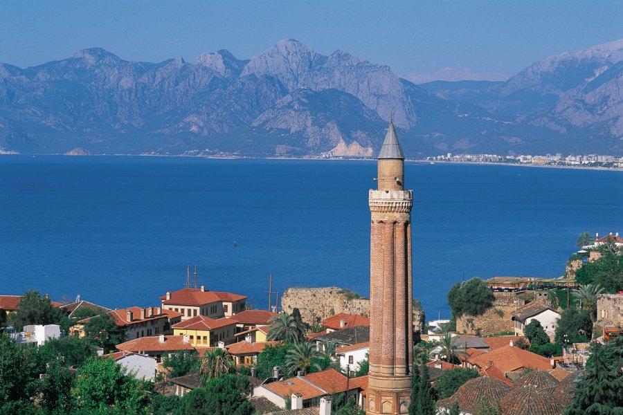 Le Yivli Minare (minaret cannelé) est le symbole d'Antalya. (© Hugo Canabi - Iconotec))