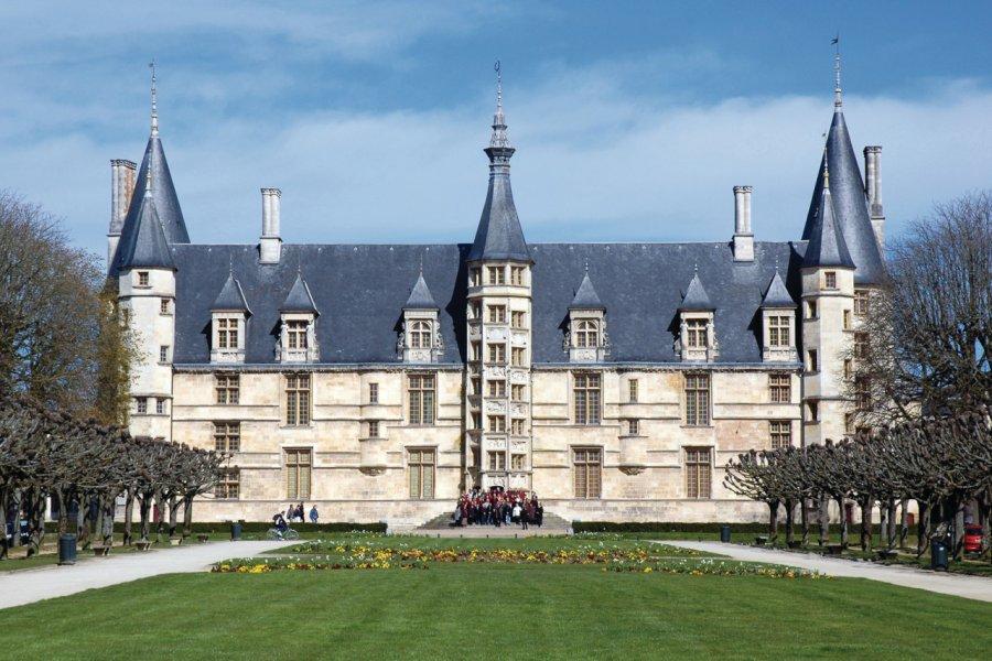 Le château Ducal - Nevers (© PHILOPHOTO - FOTOLIA))