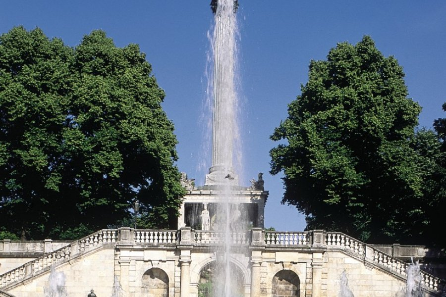 Fontaine et Ange de la paix (© Ettore Venturini - Iconotec))